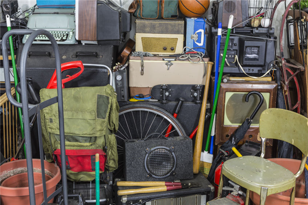 5 Tips for Handling a Hoarding Homeowner in Your HOA