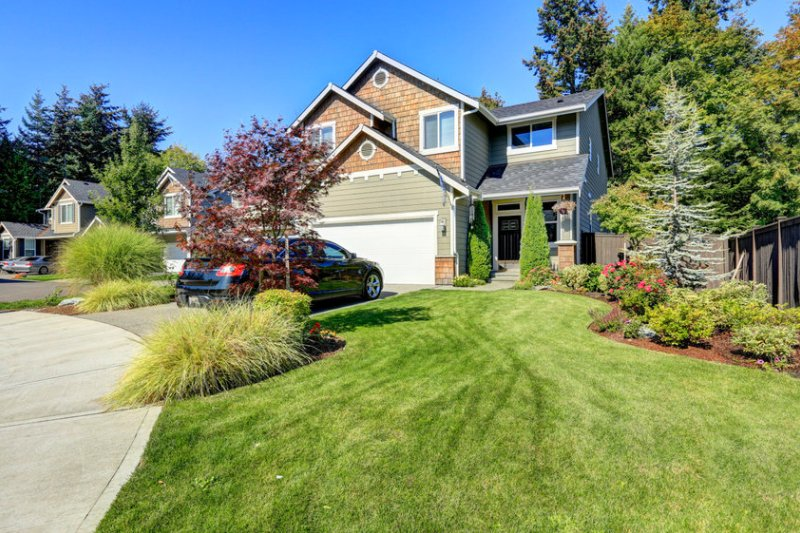 3 Tips for Great Green HOA Lawns